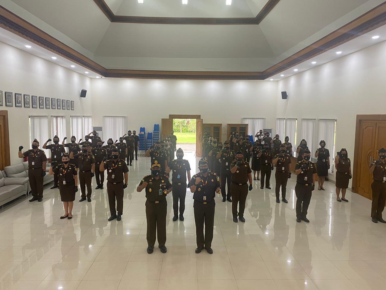 Apel Kerja yang diterima oleh Kepala Kejaksaan Tinggi Bali dan diikuti oleh seluruh pegawai Kejaksaan Negeri Badung