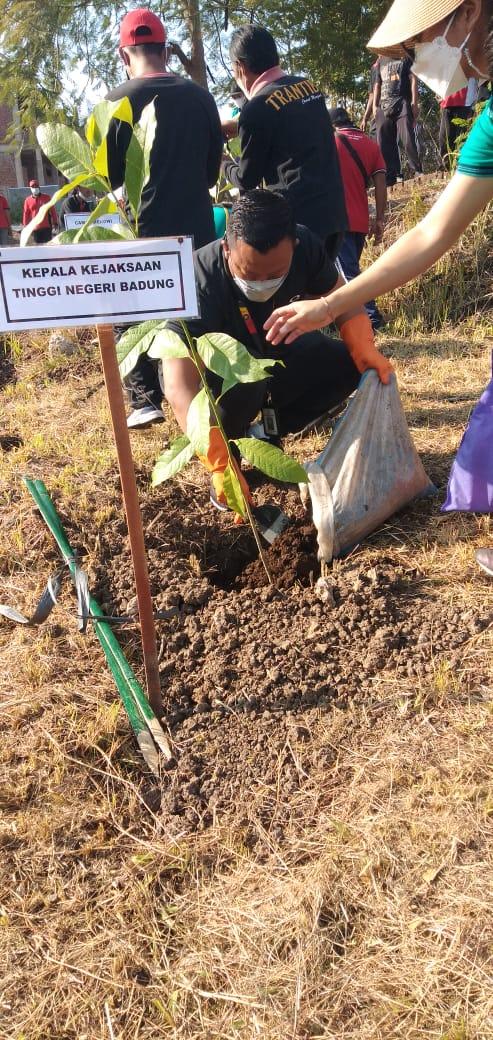 Kegiatan Penanaman Pohon Serentak bersama Forkopimda Kabupaten Badung
