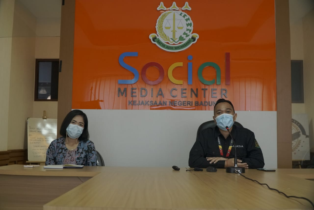Kegiatan Penerangan dan Penyuluhan Hukum Program Jaksa Masuk Sekolah Secara Online pada SMP Negeri 1 Kuta Selatan