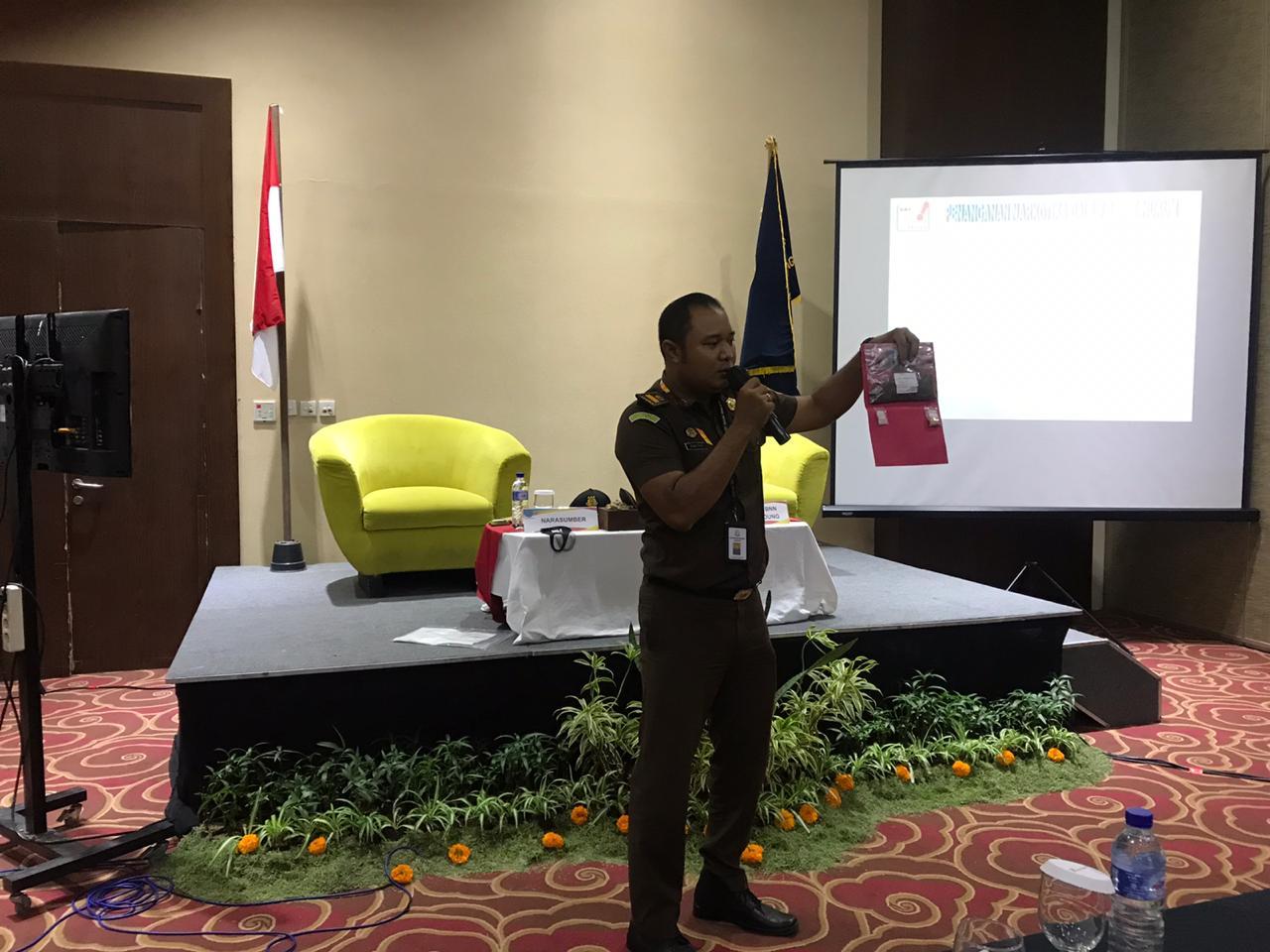 Penyampaian Materi dalam kegiatan yang diselenggarakan oleh BNN Kab. Badung mengenai Penanganan Narkoba Dalam Aspek Hukum.